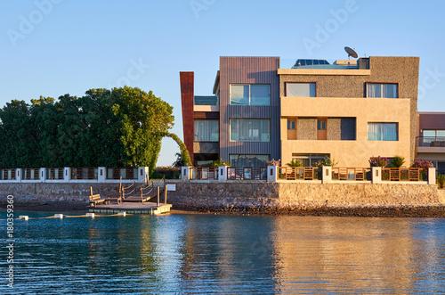 Aluminium Blauwe hemel beautiful building of the blue sea landscape.