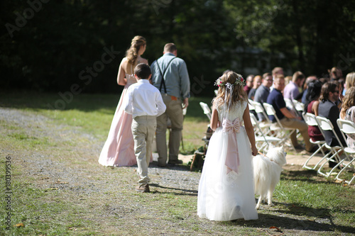 Foto Murales Wedding Photography: Bridesmaid, Groomsman, Flower Girl, and Ring Bearer Walking Down the Aisle Outdoor Processional
