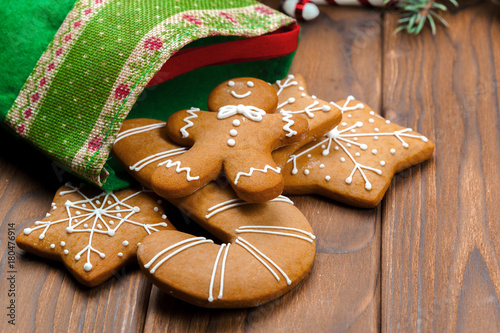 Christmas homemade gingerbread man cookies - 180476914