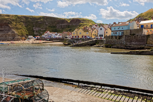 Aluminium Blauwe hemel STAITHES, NORTH YORKSHIRE/UK - AUGUST 21 : View of Staithes Harbour North Yorkshire on August 21, 2010. Unidentified people