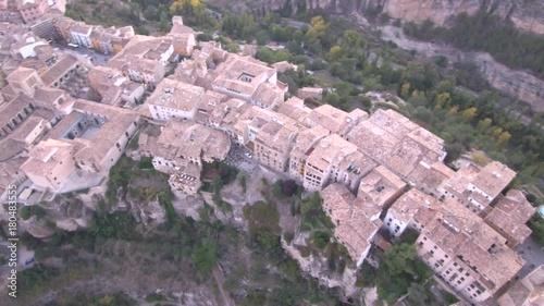 Cuenca desde el aire. La ciudad Patrimonio de la Humanidad de Cuenca (Castilla Mancha, España) es una villa medieval fortificada.