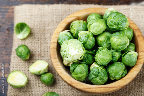 Papiers peints Bruxelles Brussels sprouts top view