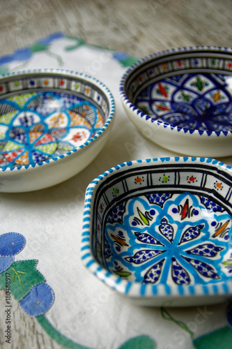 Tuinposter Marokko Céramique orientale - Vaisselle orientale - Maroc - Tunisie - Assiette orientale décorée à la main
