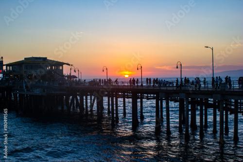 Foto op Canvas Zee zonsondergang Suset over Fishing Pier