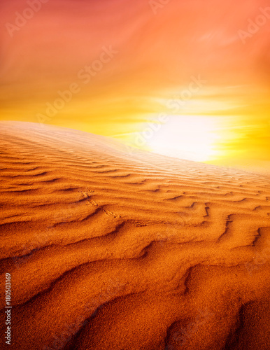 Fotobehang Baksteen Sunset over the Sahara Desert