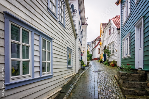 Papiers peints Ruelle etroite Narrow cobble stoned streets in the old part of Bergen town