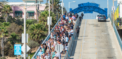 Aluminium Route 66 SANTA MONICA, CA - AUGUST 1, 2017: Tourists visit famous city pier in summer
