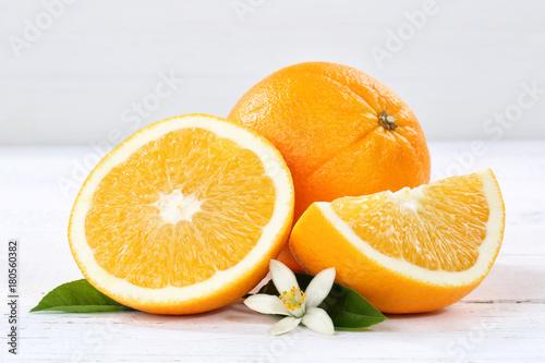 Frische Orangen Orange Frucht Früchte Holzbrett
