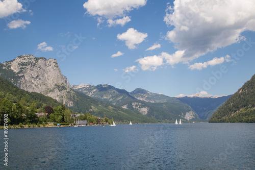 Foto op Plexiglas Bergen Idyllischer Bergsee im österreichischen Salzkammergut