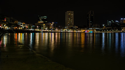 Singapur River by night