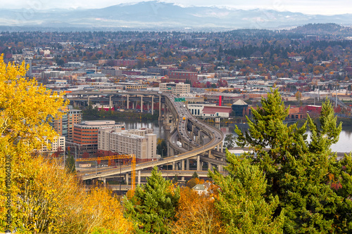 mata magnetyczna Marquam Bridge over Willamette River Fall Scene in Portland OR USA