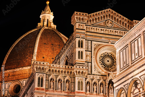 Fotobehang Toscane Night is the time for the Cathedral and its Baptistery,