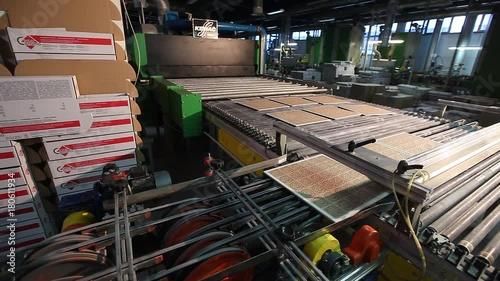 Foto op Canvas Kip Production conveyor, conveyor line, conveyor belt, ceramic tile, kiln firin, Production of ceramic tiles, production interior, Ceramic tile factory, modern production interior, Indoors, inside