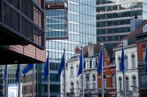 Deurstickers Brussel Kontraste in der Architektur in Brüssel