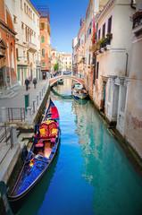 Wenecja gondola w kanale
