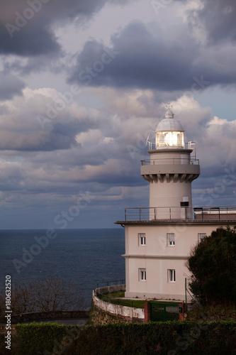 Fotobehang Vuurtoren lighthouse at nightfall