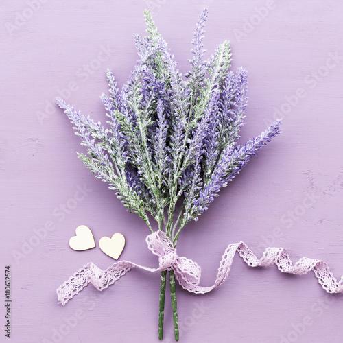 Papiers peints Lavande Lavender flower on purple wooden background.