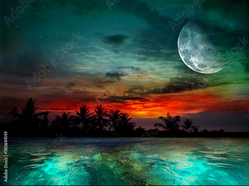 In de dag Bali The ocean, sunset and moon