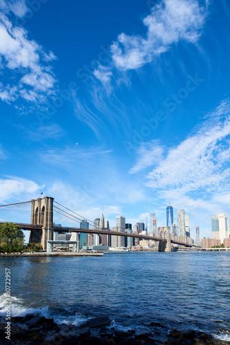 Deurstickers Brooklyn Bridge Lower Manhattan and Brooklyn bridge seen from Brooklyn Bridge park in Brooklyn, New York.