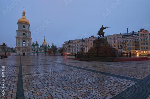 In de dag Kiev Scenic view on Hetman Bohdan Khmelnitsky monument and Saint Sophia's Cathedral on Sofia Square, Kyiv, Ukraine. Early autumn morning, after rain. Selective focus with wide angle lens