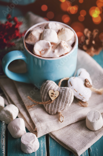 Foto op Canvas Chocolade Blue mug filled with hot chocolate with marshmallow candies