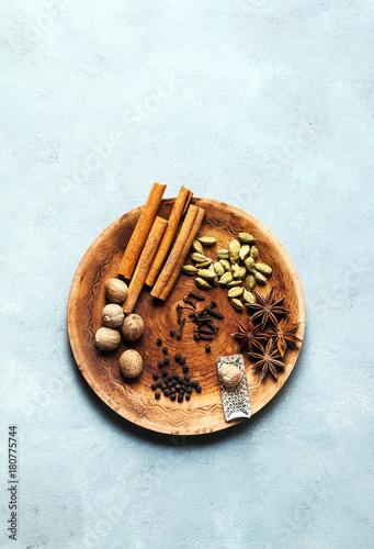 Poster Spice collection on the plate : cinnamon sticks, nutmeg, anise, cardamom, black pepper, cloves