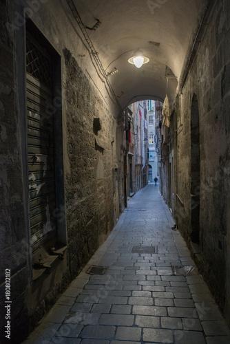Foto op Canvas Smal steegje Genova