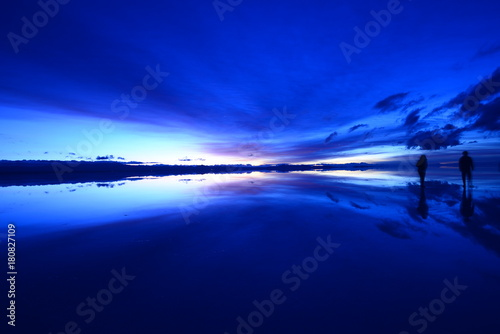 Foto op Canvas Violet Dawn in Uyuni salt flat, Bolivia