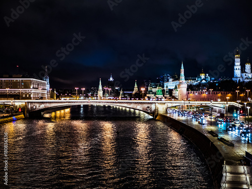 Papiers peints Moscou night time city moscow kremlin traffic bridge over the river