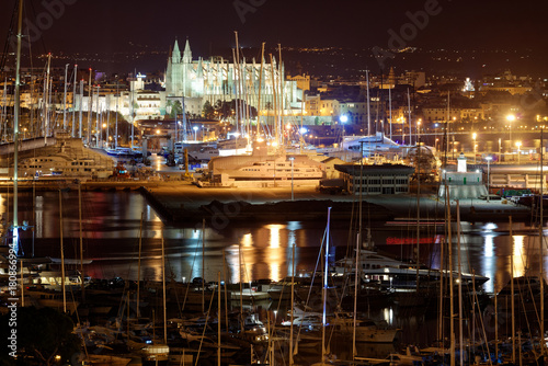 Fotobehang Cathedral Cove Palma De Mallorca - Skyline Nachtaufnahme