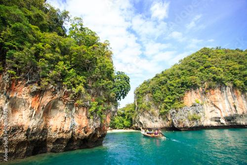 Papiers peints Tropical plage Some island near the Koh hong (Hong island) Krabi, Thailand.
