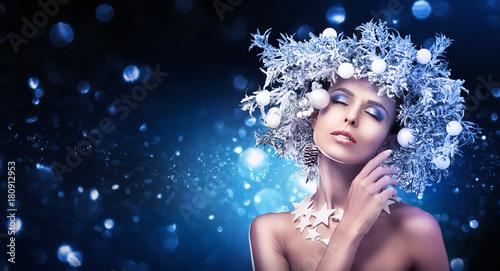 Christmas Girl Makeup. Winter hairstyle