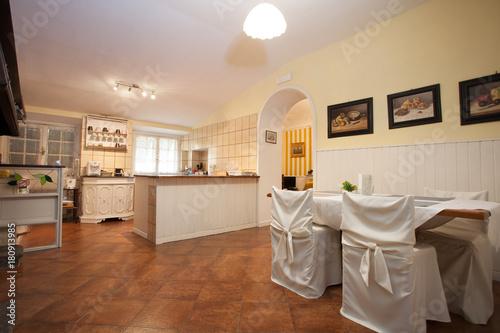 sala da pranzo con cucina a vista | Buy Photos | AP Images | DetailView