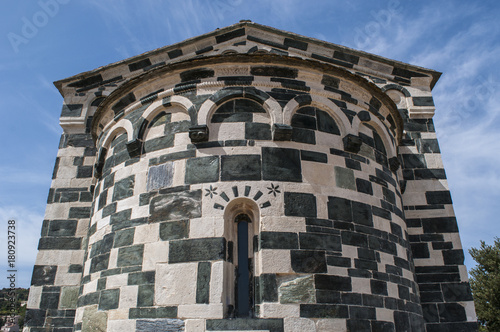 Foto op Canvas Milan Corsica, 29/08/2017: dettagli architettonici della Chiesa di San Michele di Murato, piccola cappella del XII secolo costruita in pietra policroma e nel tipico stile romanico pisano
