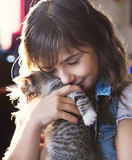 7 years old girl with kitten at home - 181009198