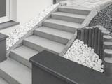 Moderne Außentreppe aus Granit mit Drainage aus großen Kieseln und Stelen - Modern outside staircase made of granite with large pebble drainage and stelae - 181009569