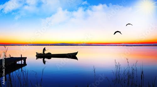 paseo en barcao por el lago