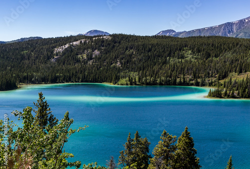 Papiers peints Canada Emerald Lake. Emerald Lake is in the Yukon territory of Canada very close to the town of Carcross.