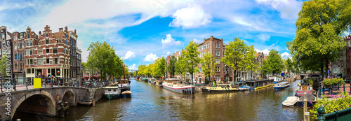 Sticker Canal and bridge in Amsterdam