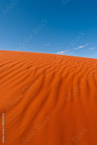 Fotobehang Rood traf. Red sand dune in central Australia