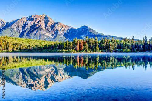 Papiers peints Canada Patricia Lake at Jasper National Park in Alberta, Canada
