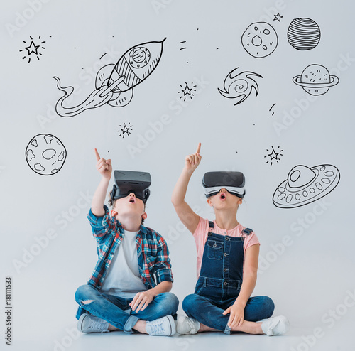 Foto op Canvas UFO children using virtual reality headsets