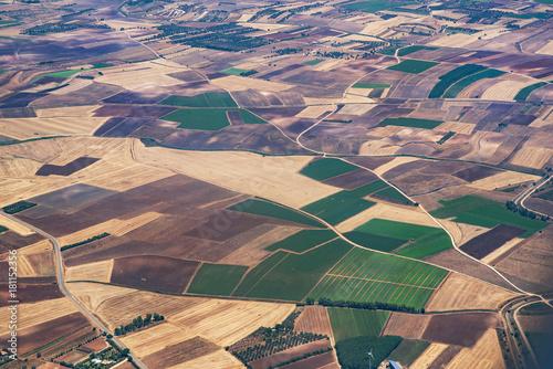 Staande foto Zalm veduta dall'aereo del paesaggio con isole pianure e monti