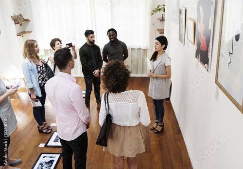 Foto Murales People in an art exhibition