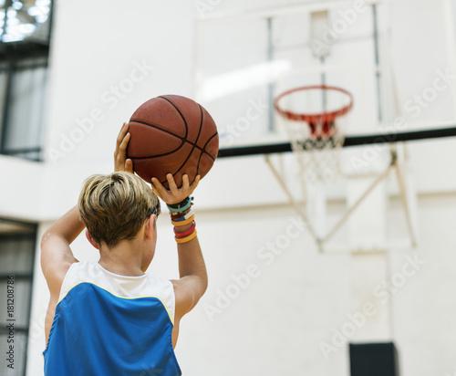 Fotobehang Basketbal Young basketball player shoot
