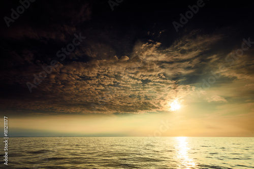Staande foto Ochtendgloren Beautiful sunset on the ocean sea