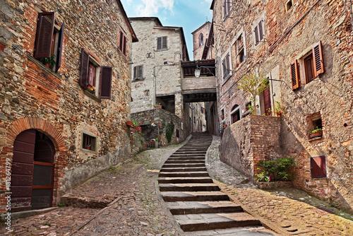 Fototapeta Anghiari, Arezzo, Tuscany, Italy: old alley in the medieval village