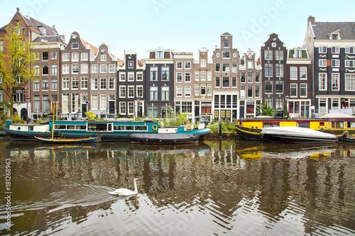 In de dag Amsterdam Singel canal, Amsterdam