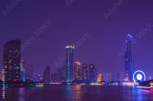 Foto op Plexiglas Aubergine タイ バンコク チャオプラヤー川からのバンコク夜景