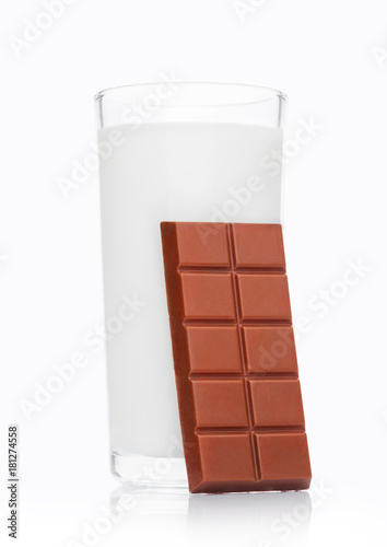Foto op Aluminium Milkshake Glass of fresh breakfast milk with chocolate bar